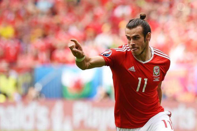 Wales striker Gareth Bale scores a free kick in Euro 2016